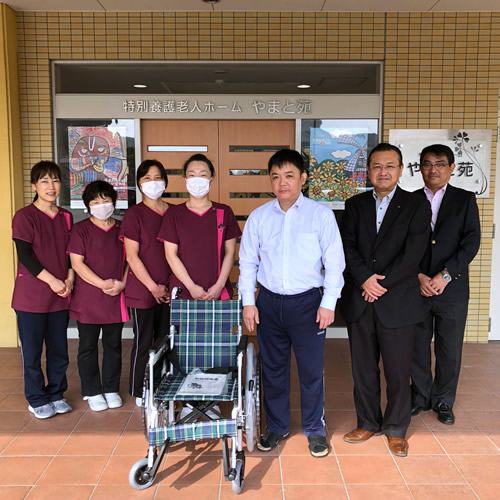 山口県内の福祉施設に車いす40台寄贈しました